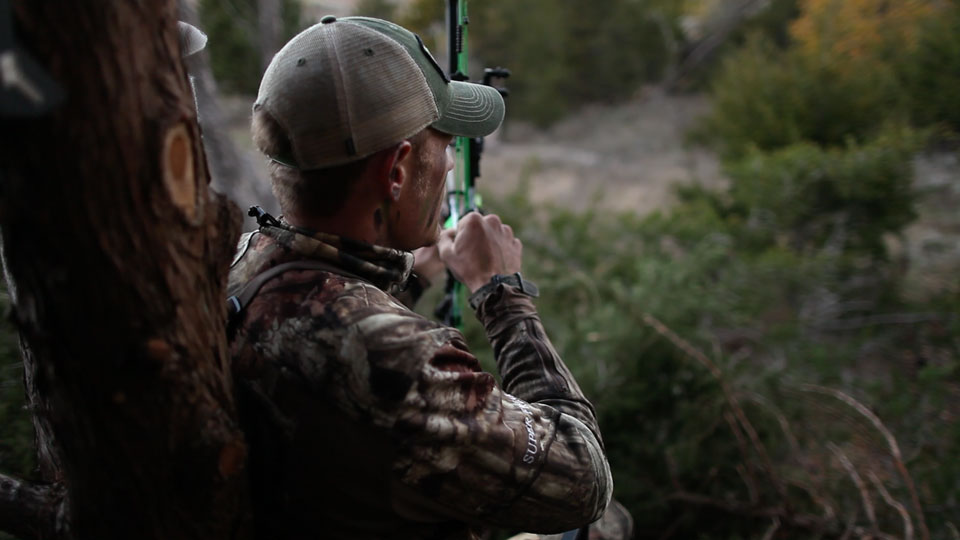 Levi Morgan bowhunting